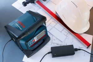 Bosch GRL500 charges simultaneously