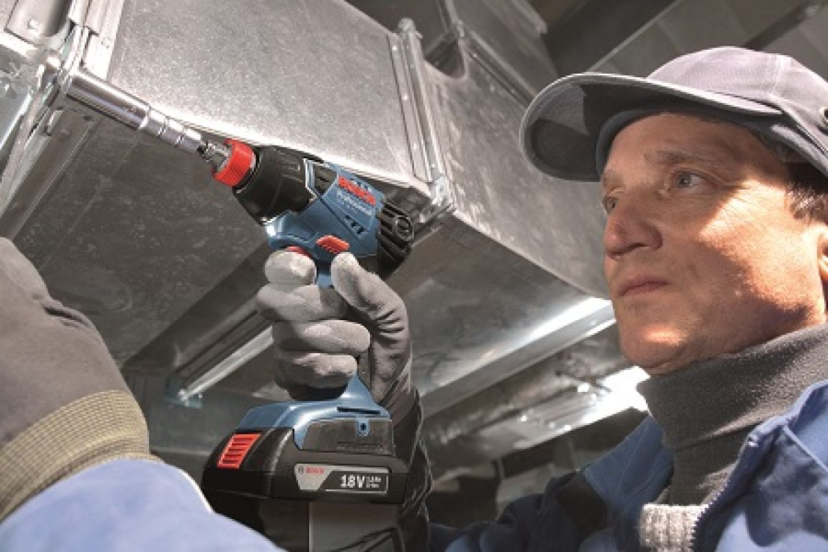 Bosch Cordless 18v Impact Wrench in action